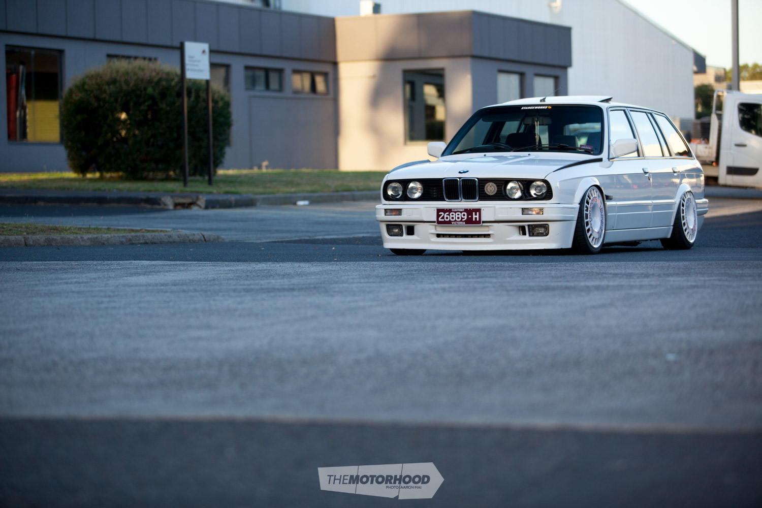 Wagonair: E30 Estate with ITBs and slammed on air — need we