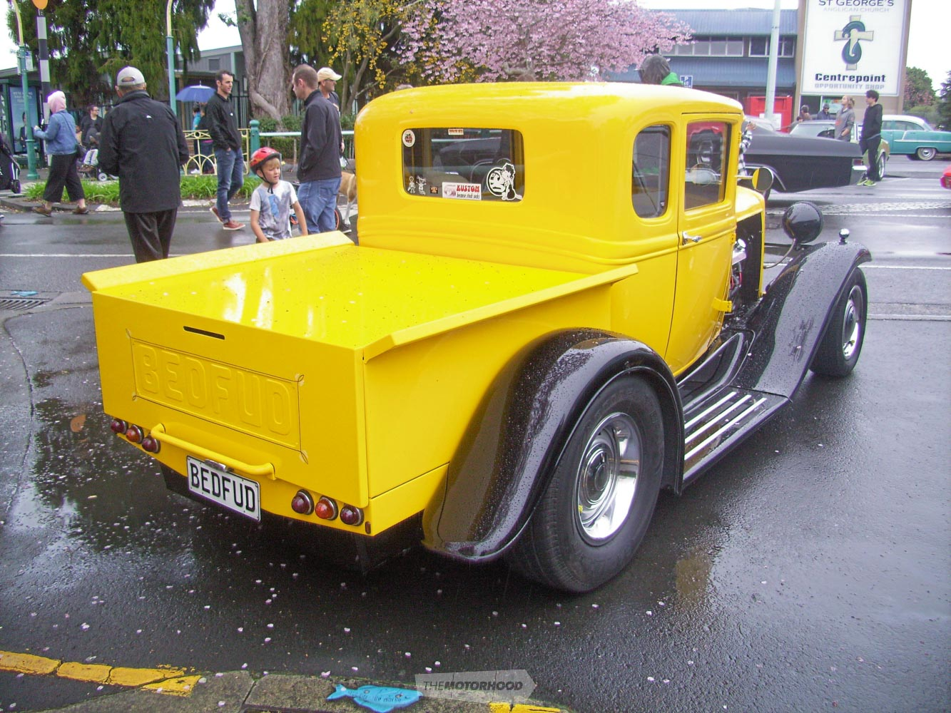 Sue Wilds Bedfud pickup looks good from any angle. Note the young boy to the left loved it.jpg