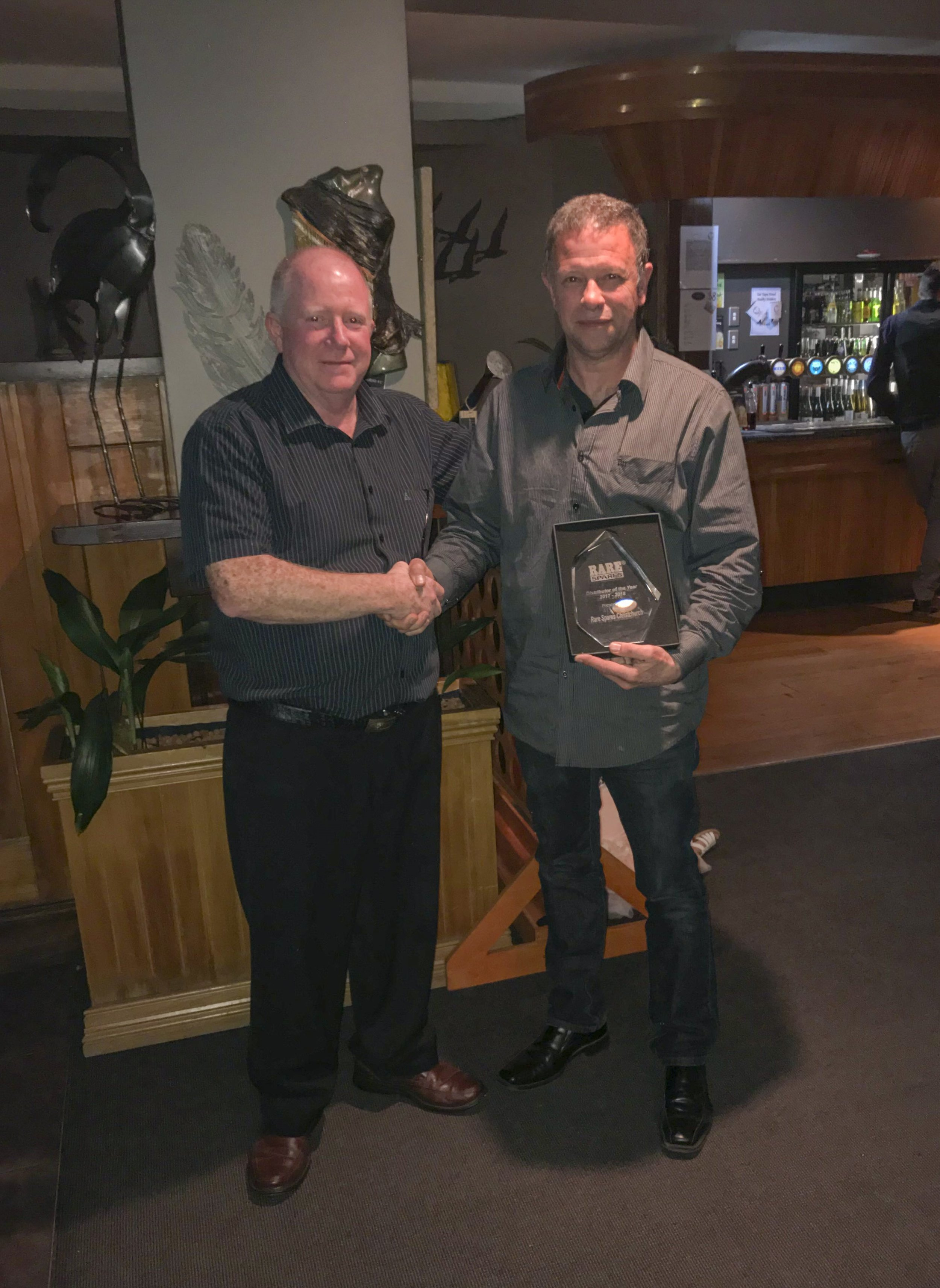 Managing Director Lance Corby presents the award to Ian King of Rare Spares NZ