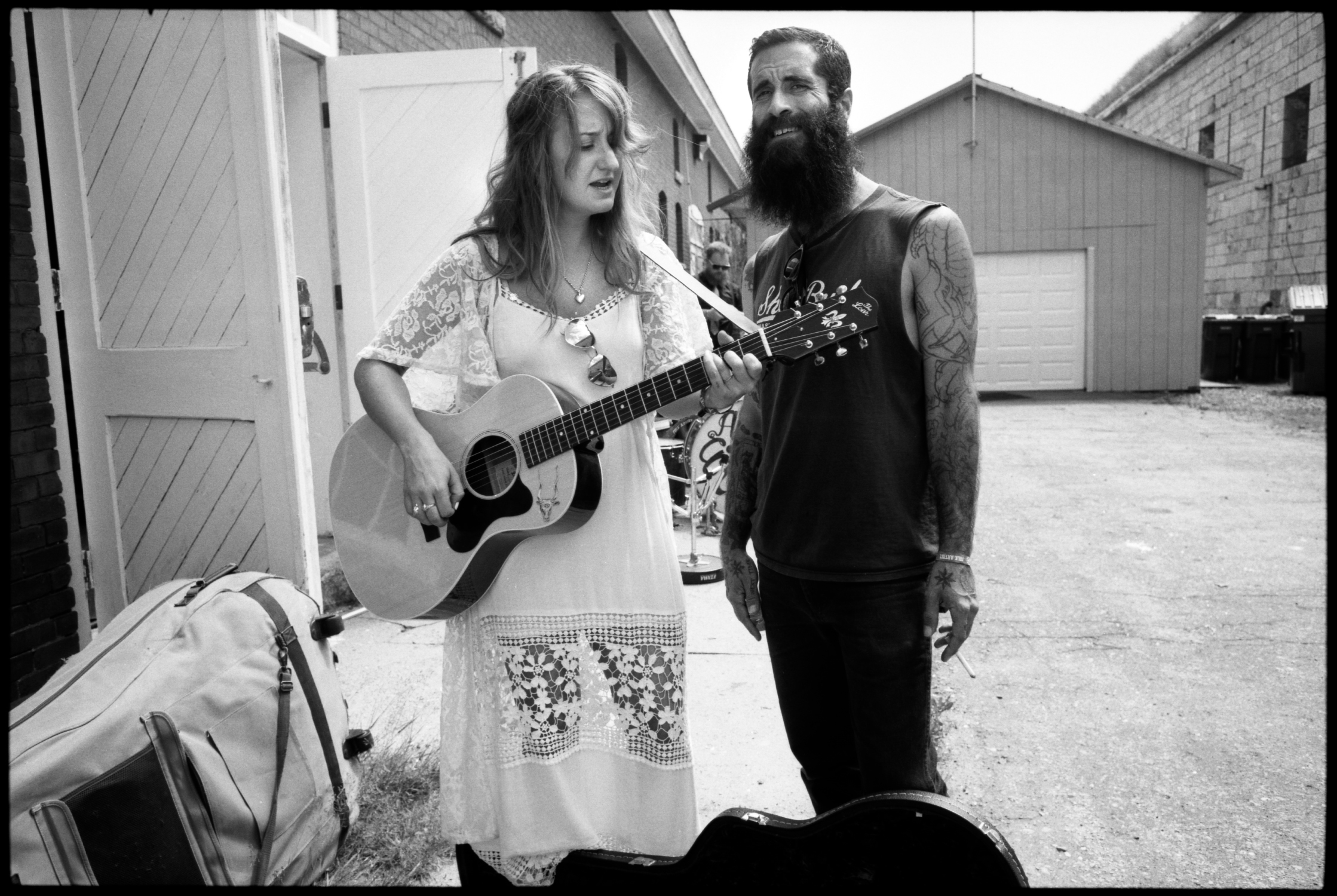 Margo price and jp harris rehearsing backstage