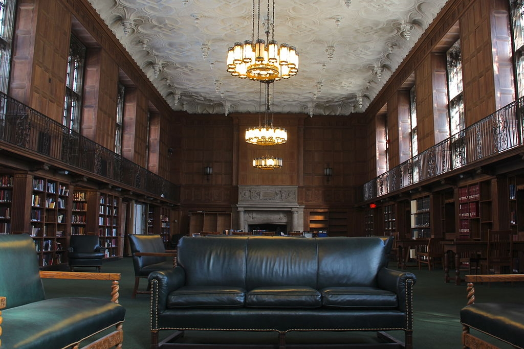 Linonia and Brothers Reading Room at Sterling Memorial Library, Yale University by Nick Allen [ CC BY-SA 3.0 ],  via Wikimedia Commons