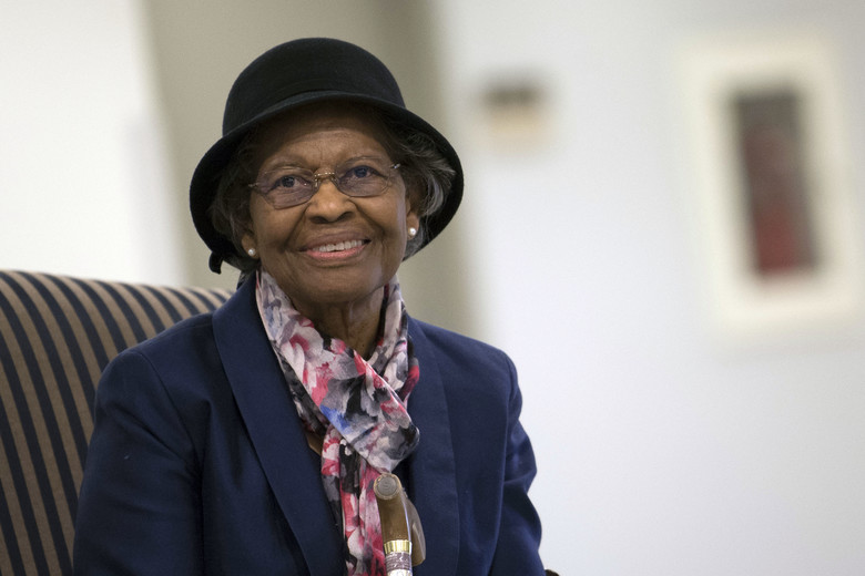 Dr. Gladys West was inducted into the Air Force Space and Missile Pioneers Hall of Fame during a ceremony in her honor at the Pentagon in Washington, D.C., 6 December 2018. Photo credit: US Air Force [public domain],  via Wikimedia Commons .