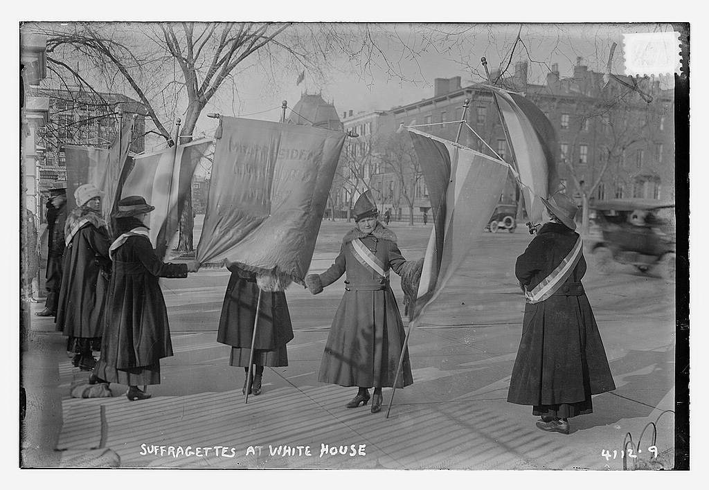 1024px-Suffragettes_at_White_House_LOC_15869207888.jpg