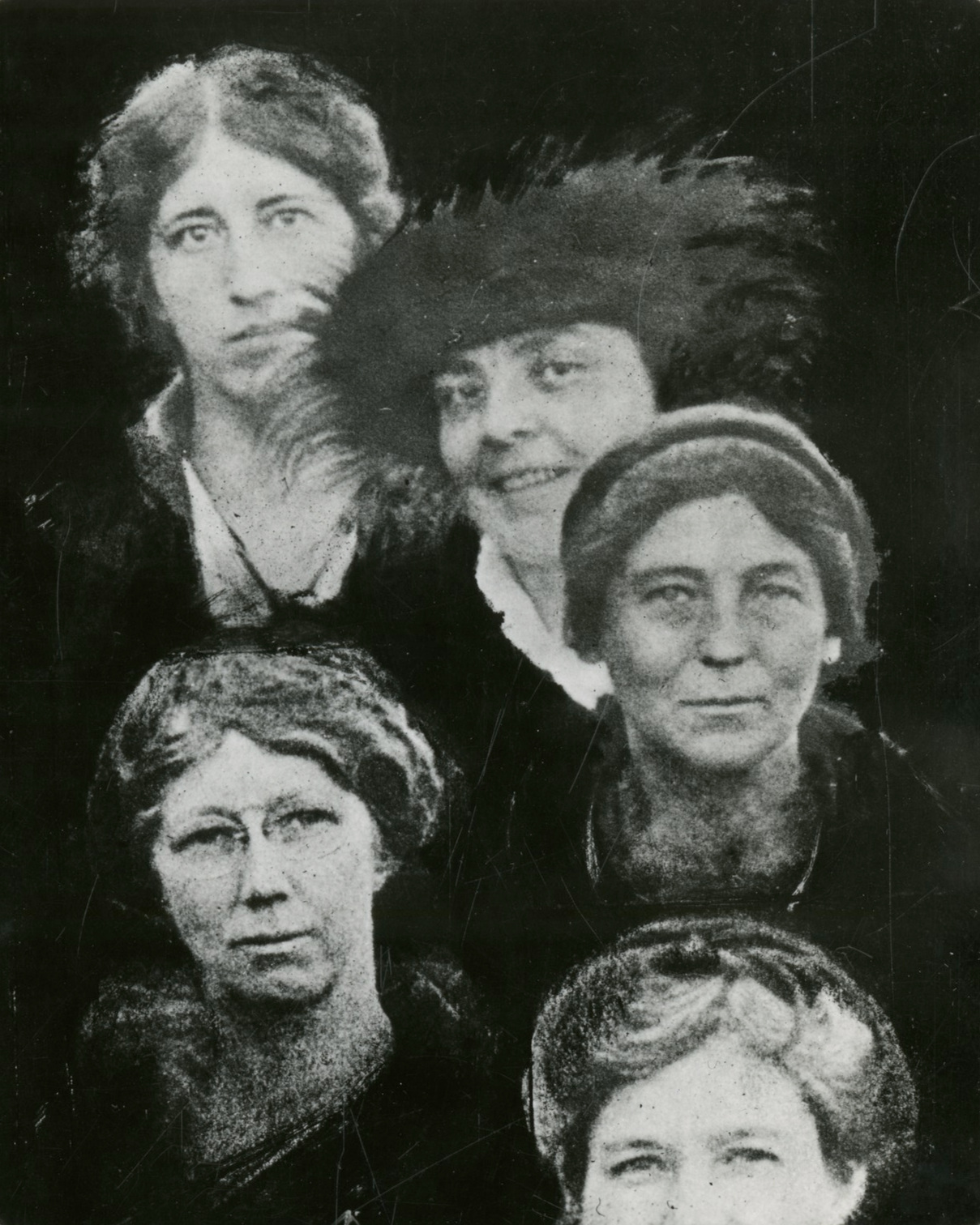 %28clockwise_from_left%29_Agnes_J._Quirk%2C_Helen_Morgenthau_Fox_%281884-1974%29%2C_Florence_Hedges_%281878-1956%29%2C_unidentified_woman%2C_and_Edna_H._Fawcett_%28b._1879%29_%285494540142%29.jpg