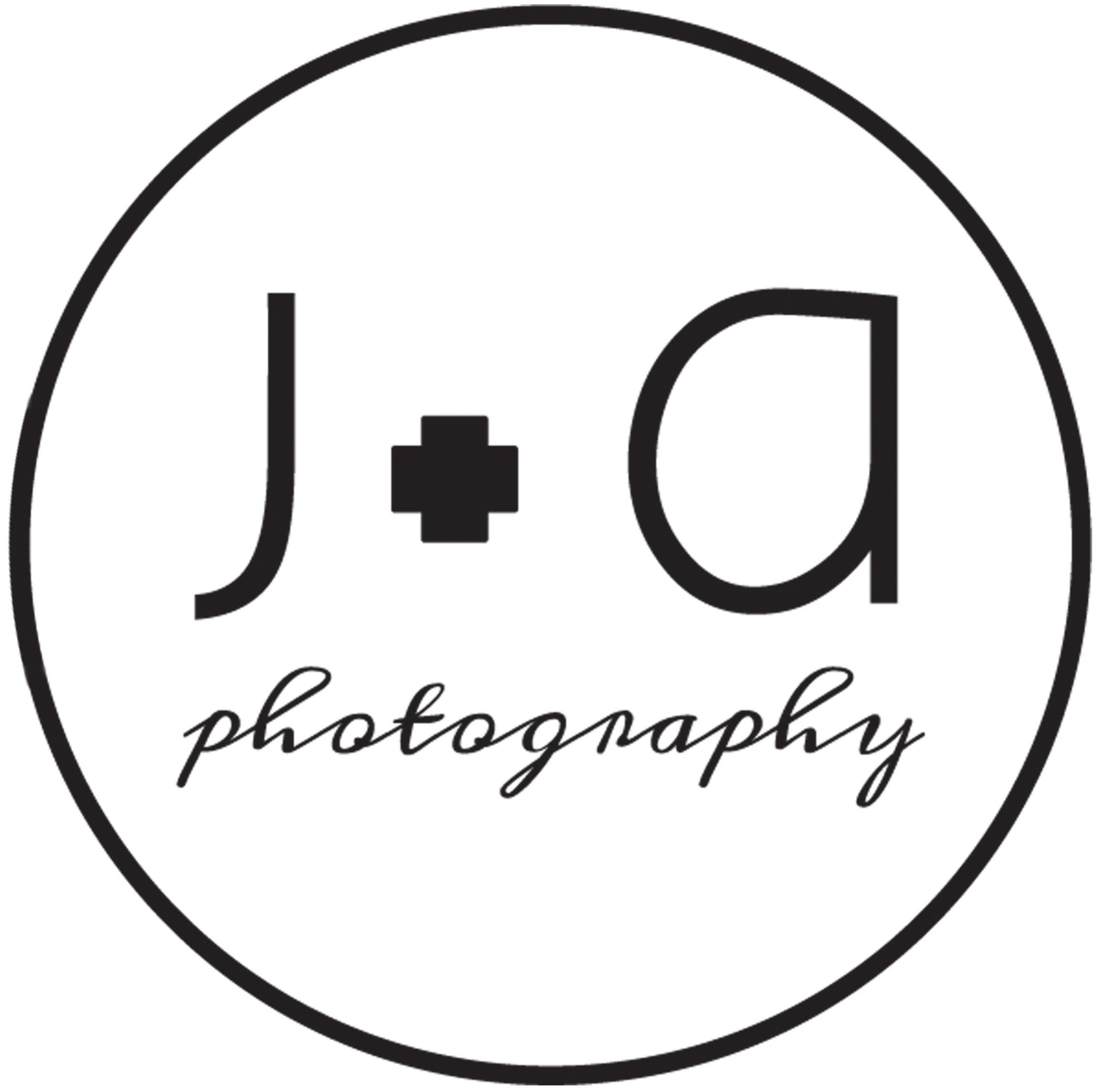 Round logo J+A Photography.jpg