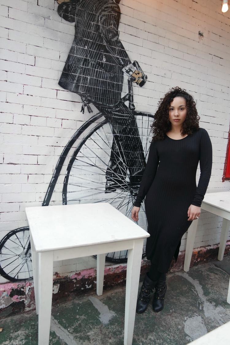 90's Style: Ribbed Black Dress