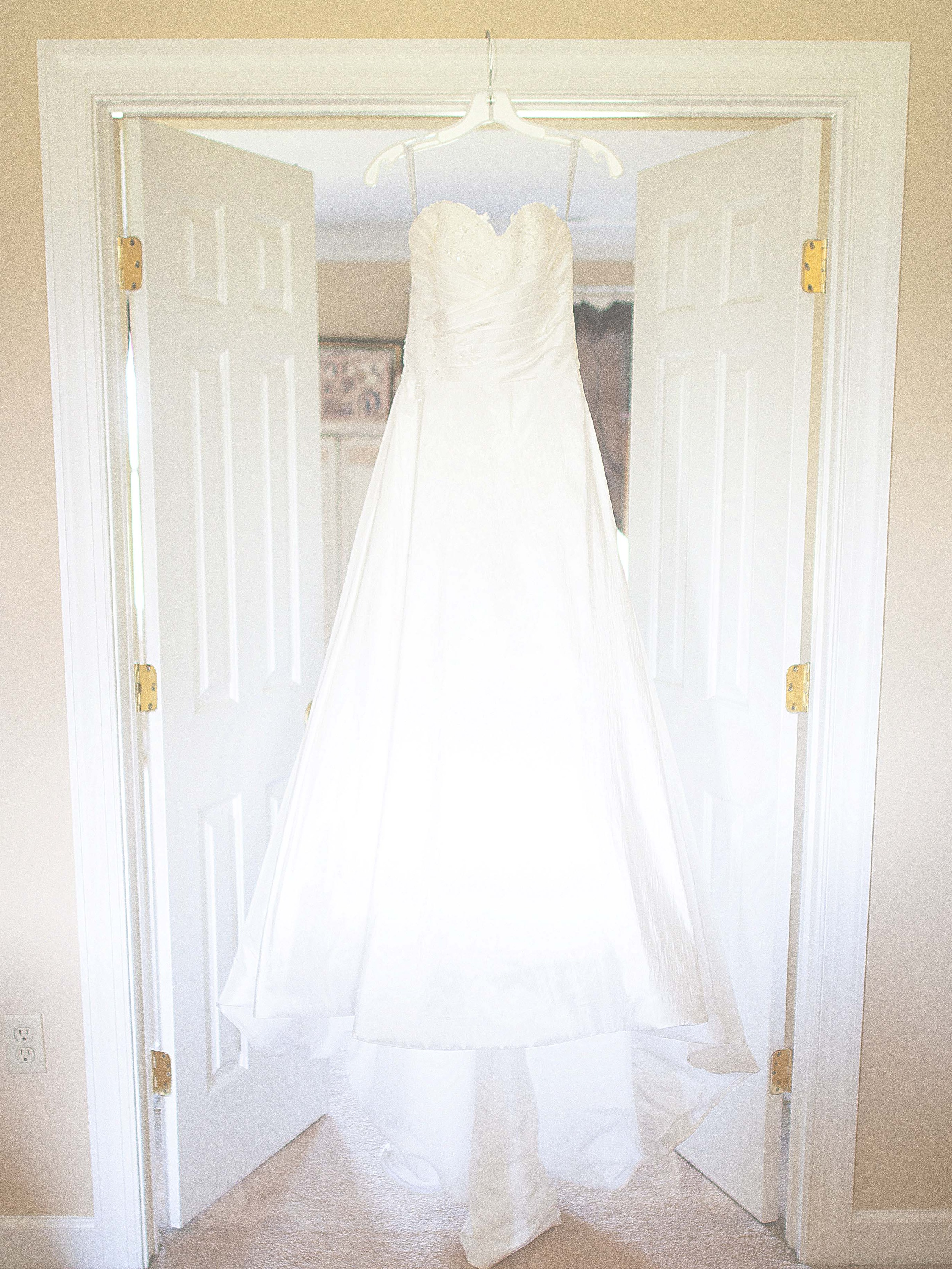 I loved Holly's dress-- even more so that it has such a sweet story behind it! Definitely the perfect dress for Holly, she was stunning!