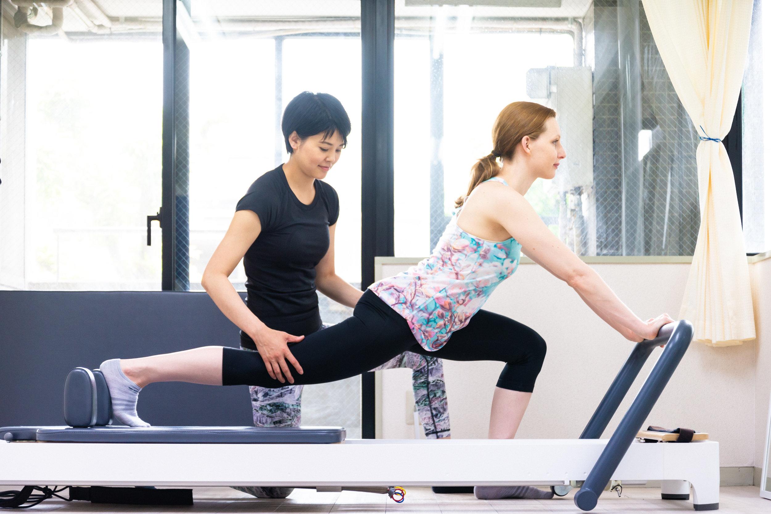 トレーニング体験 - カウンセリング、身体評価をもとにあなたに最適のトレーニングプログラムを体験していただきます。実際動いていく中で、動きのくせやバランスなどに気づき、ご自身の今の身体の状態を知ることができます。食事のアドバイスや家でもできる運動も提案致します。