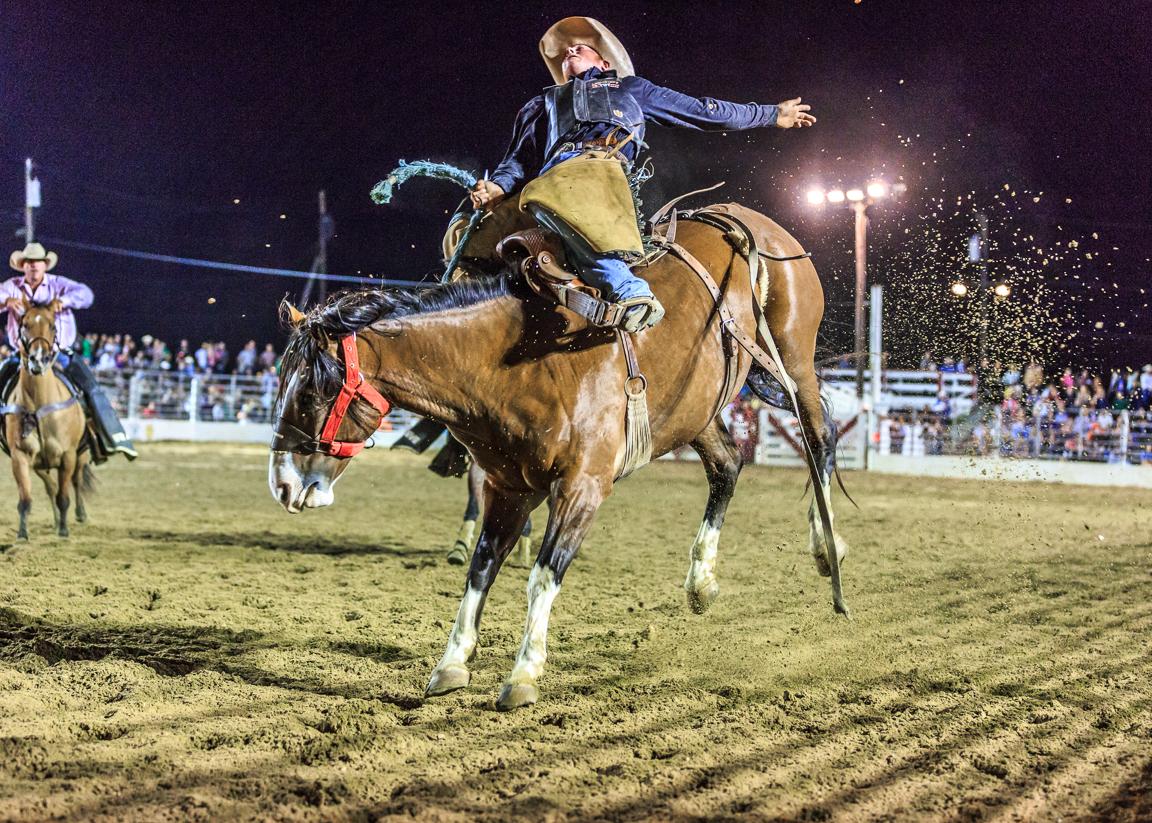 Dustin-DeYoe-Photography-Bronc-Riding-1.jpg