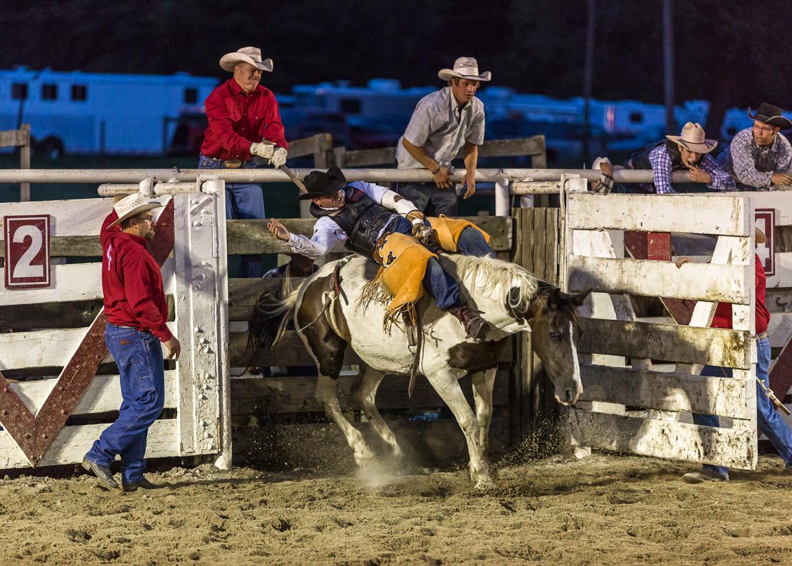 Dustin-DeYoe-Photography-Bronc-Riding-10.jpg