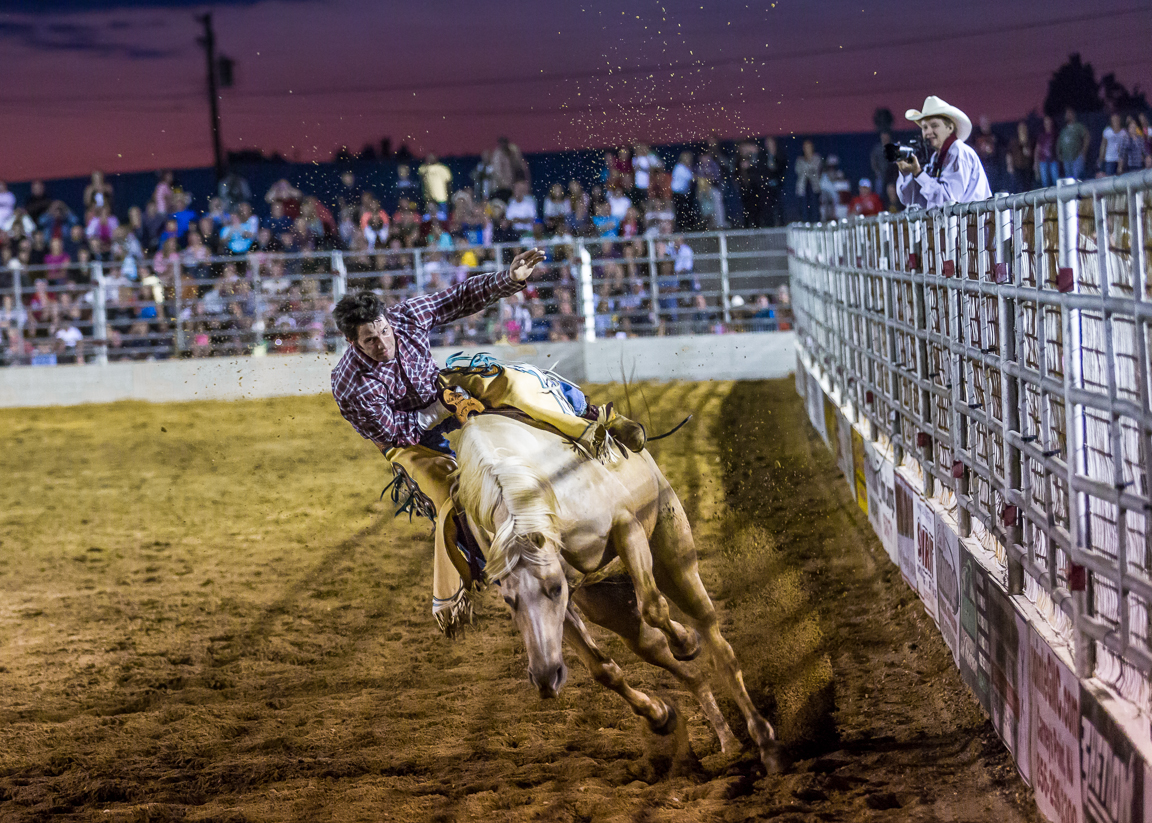Dustin-DeYoe-Photography-Bronc-Riding-13.jpg