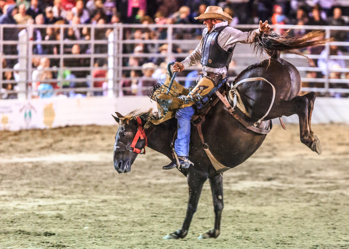 Dustin-DeYoe-Photography-Bronc-Riding-19.jpg