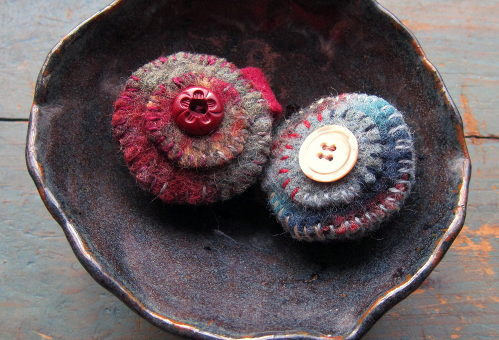 TWO NEEDLES CASES MADE FROM RECYCLED WOOL SWEATERS