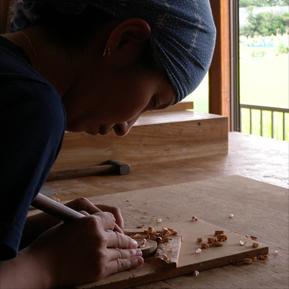 垣本圭子 Keiko Kakimoto   木工家  1972年三重県生まれ。女子美術大学を経て東京芸術大学木工芸修了。  子育てをしながら自宅アトリエにて制作中。  年数回個展、グループ展を中心に活動しています。  都内、国内ギャラリーショップにて作品の販売もしています。   http://sokkasokkawood2.blogspot.jp