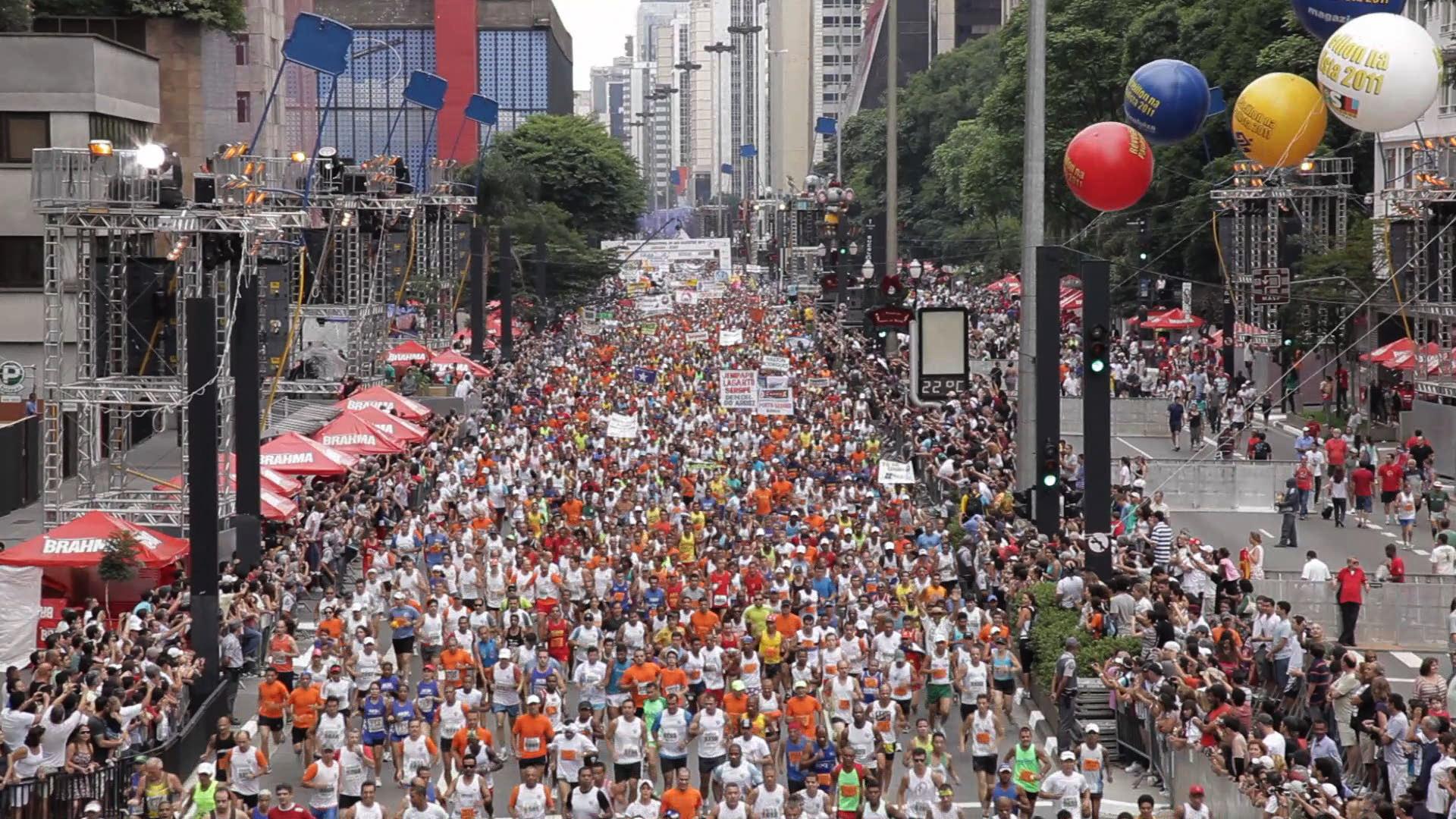 Sao Silvestre mar de gente na Paulista.jpg