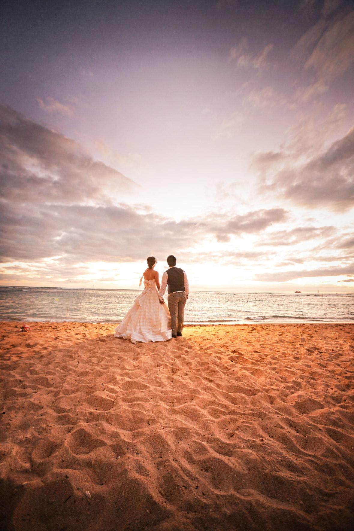 waikiki-beach-wedding-and-downtown-honolulu-hawaii-theater-stephen-ludwig-photography061.jpg