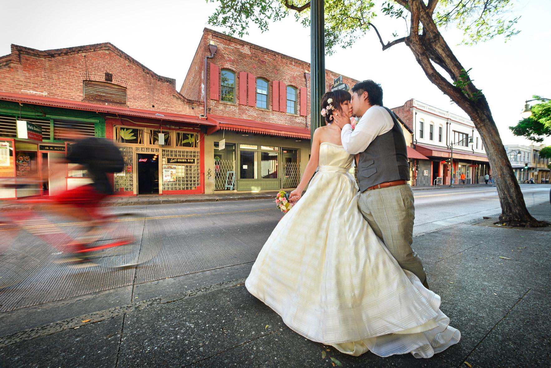 waikiki-beach-wedding-and-downtown-honolulu-hawaii-theater-stephen-ludwig-photography133.jpg