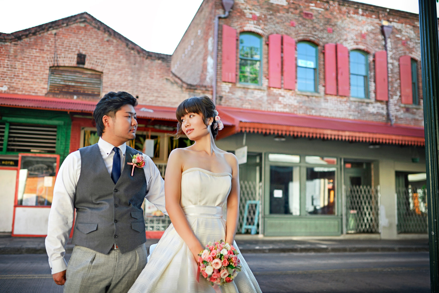 waikiki-beach-wedding-and-downtown-honolulu-hawaii-theater-stephen-ludwig-photography185.jpg