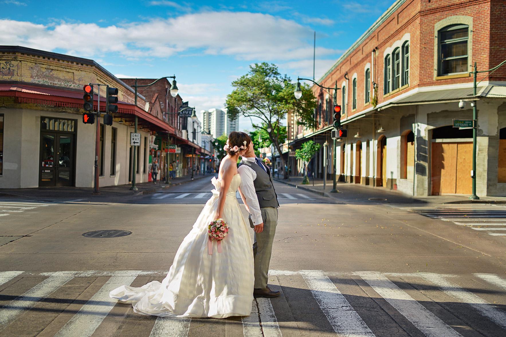 waikiki-beach-wedding-and-downtown-honolulu-hawaii-theater-stephen-ludwig-photography140.jpg