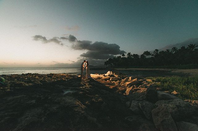 Some of my favorite shots are right after sunset. • • • #stephenludwigphotography #hawaiiwedding #oahuwedding #oahuphotography #hawaiiphotographer #hawaiiwedding #hawaiiweddingphotographer #hawaiiweddings #oahuphotographer