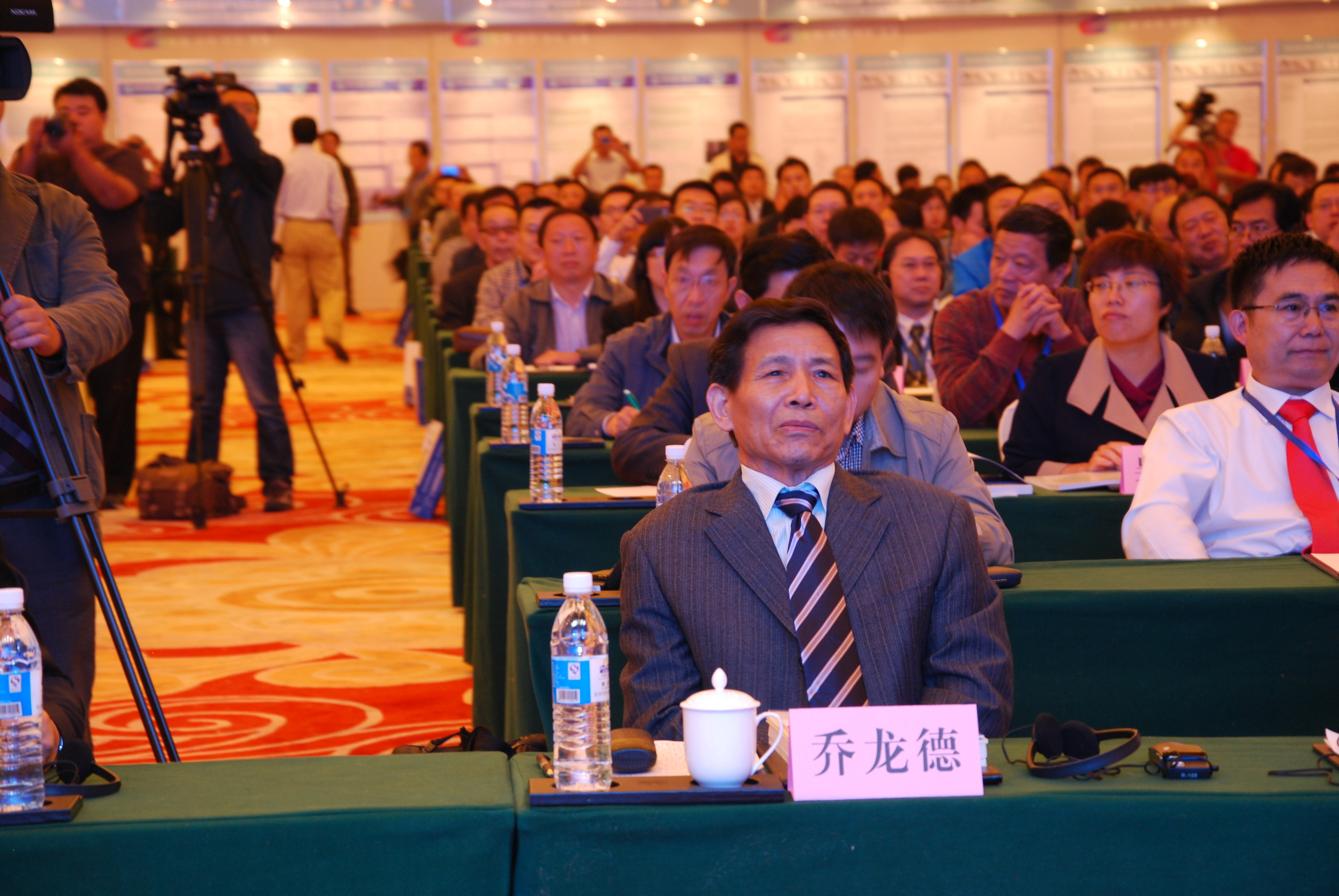 Mr. Qiao Longde (喬龍德), president of China Building Materials Federation