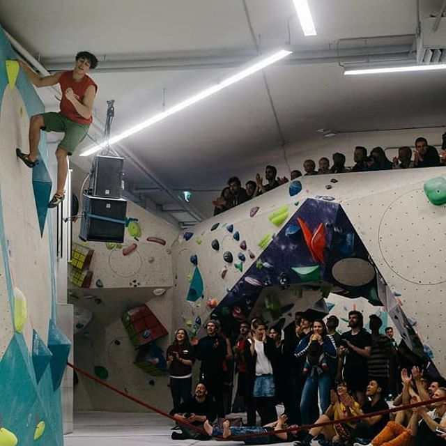NOBM : FINAL WINNER MEN 🏆 🔸 @elias.arriagadak certainly has given the finale his mark with his athletic smooth bouldering style. 🔸 Congrats for the first place 🙌 🔸 Thanks for great Pics by @niklashoellmer