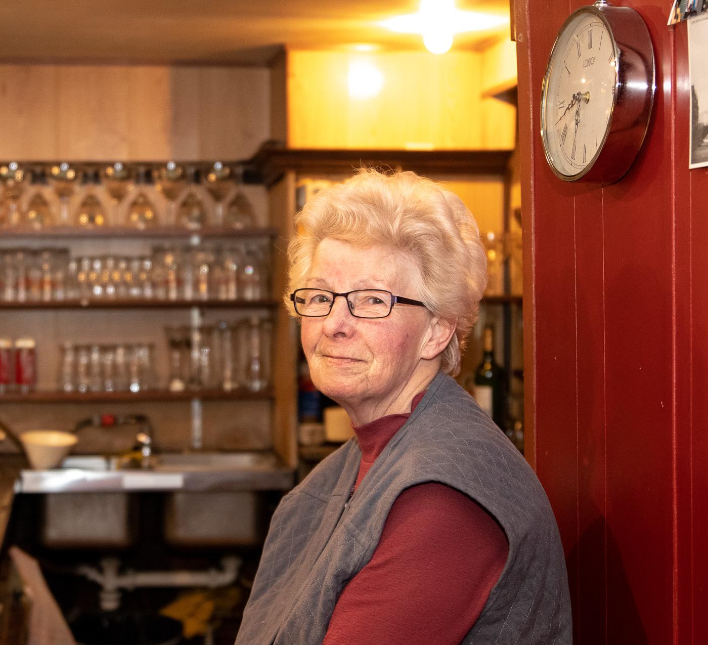 Matty Caymax - At the pub I