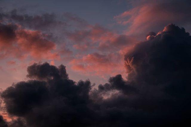 Crazy clouds☁️ . Xt2 + xf 55-200mm . #wanderlust #adventure #xt2 #travel #travelgram #fujifilmnordic #photography #fujifilm #xseries #fujifeed #fujixfam #travelphotography #visitsweden #nordic #sunset #life  #wu_sweden #sky #travelphotography #clouds #landscapephotography #xf55200mm #sunset #sunsets #exploresverige #scandinavia