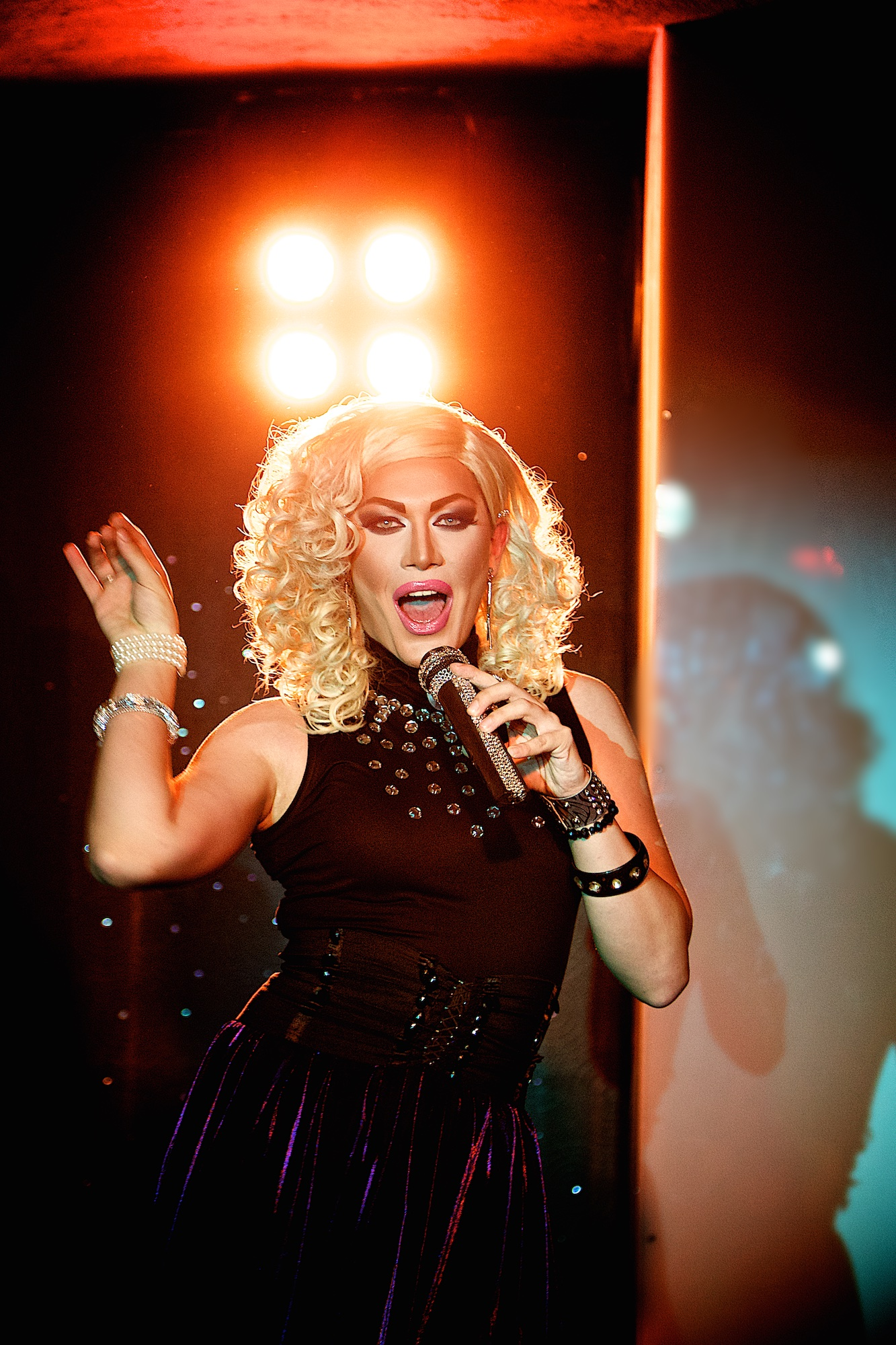 Danny-Elle Performing (Aleter Ego, Budapest)