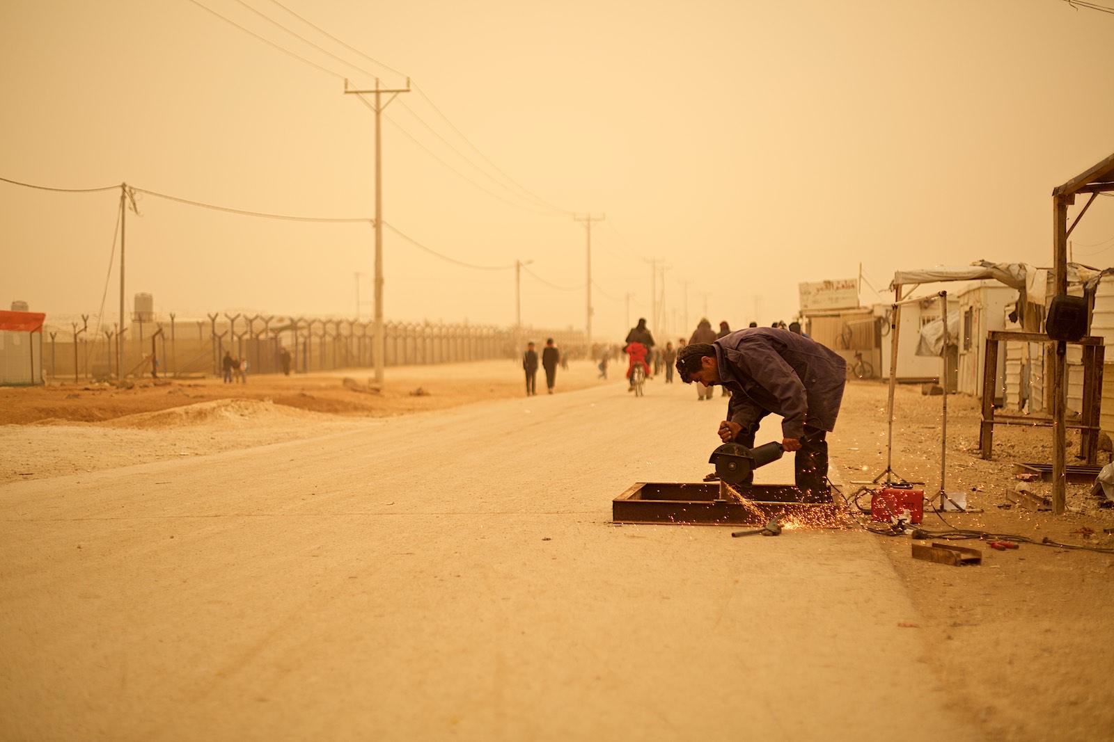 V tábore sa stále niečo prerába a dorába, aj napriek tomu, že si to hosťovské štáty neprajú.Zaatari, Jordánsko  (photo: Denis Bosnic)