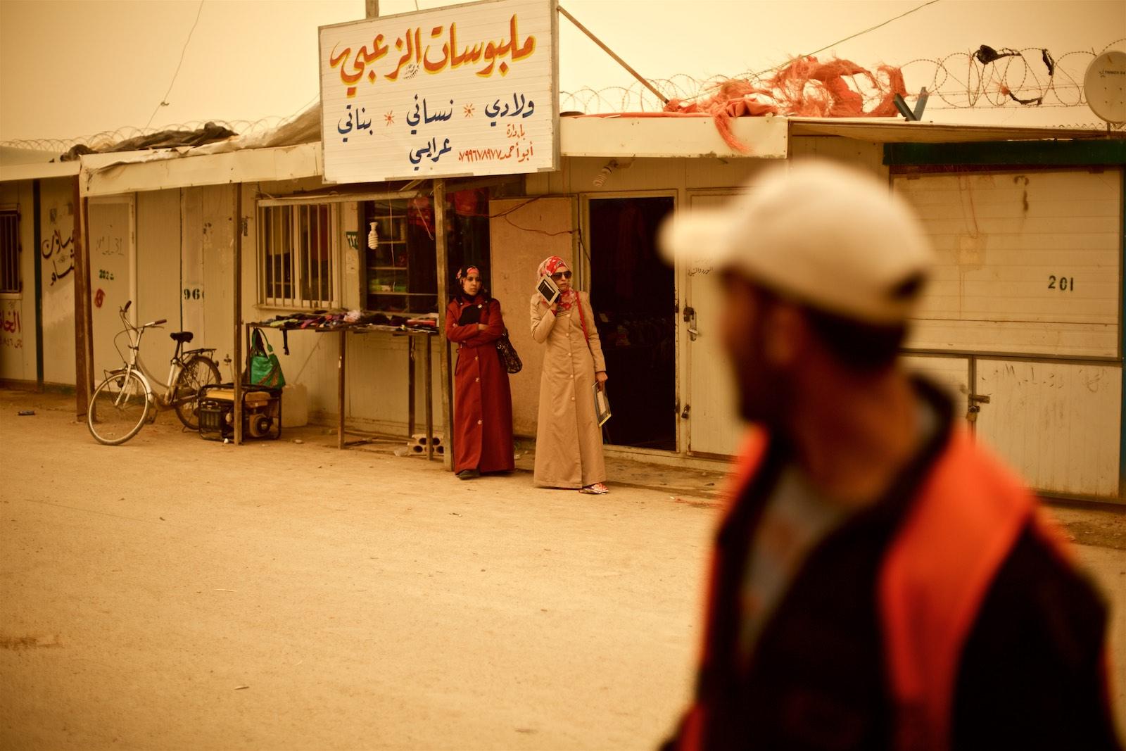 Scéna z hlavnej ulice v tábore Zaatari, Jordánsko  (photo: Denis Bosnic)