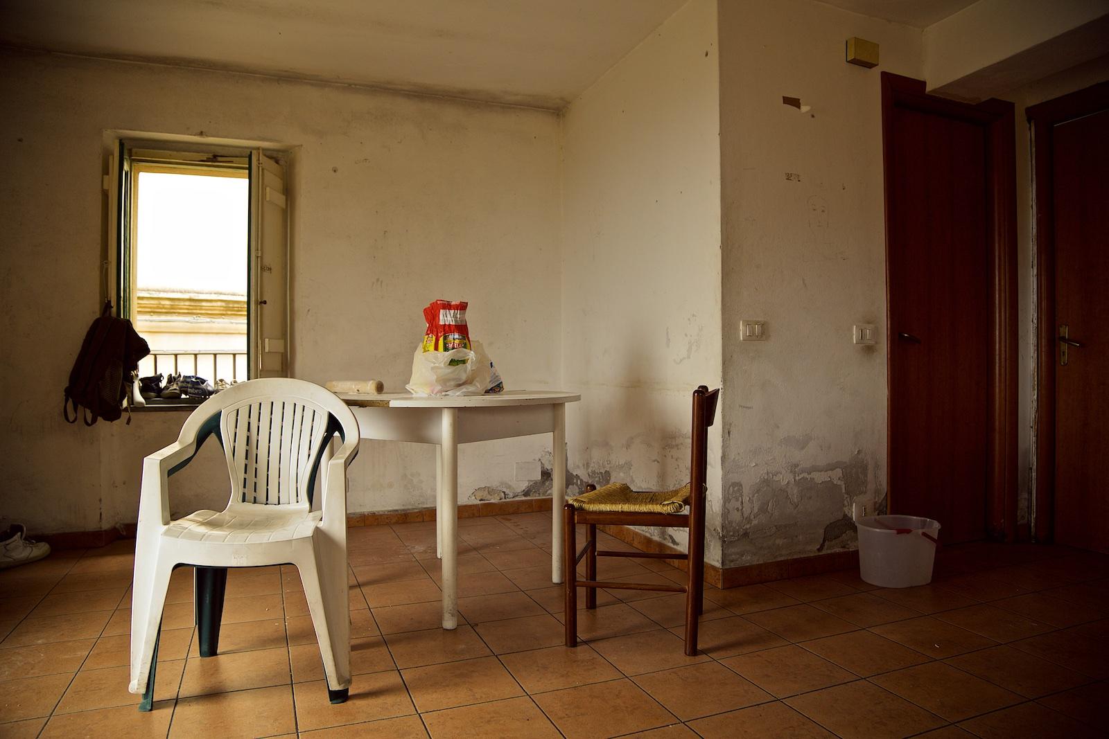 permanently-temporary-refugees-italy-rifugiati-italia-denis-bosnic-photography-portraits-8+(1).jpg