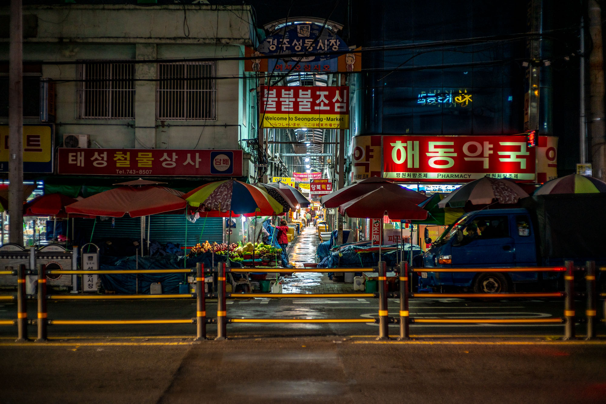 Just like any Korean town, this covered market is part of Gyeongju's central district. I learned a lot about the country visiting these markets, but mostly about Korean ideas of utilization of public space. Perhaps, one of these days, I'm going to post more about it.