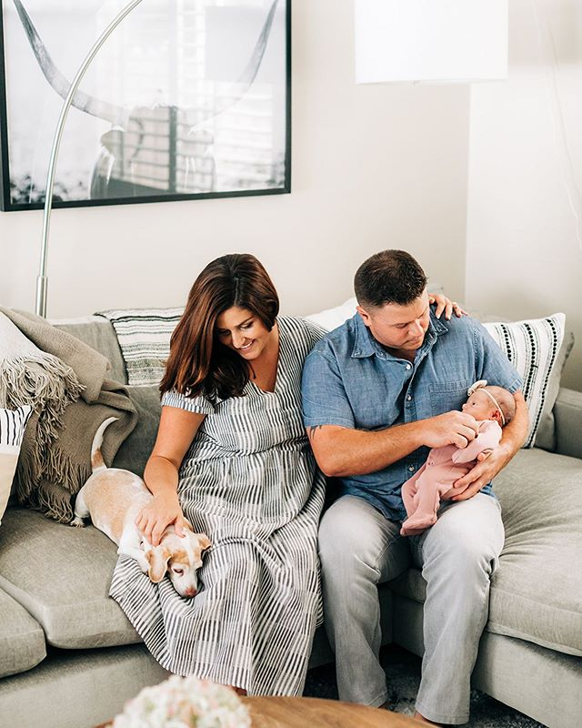 Our family of 4 🙌🏻 there are no words to how special the images @christinacraddock captured of us and our daughter Sienna Rae 💕 I cannot wait to share so many more! Baby spam alert 🚨 #2weeks #newbornlifestyle #newborn #bordners1sthome #pocketbeagle #westelm #babygirl #photography