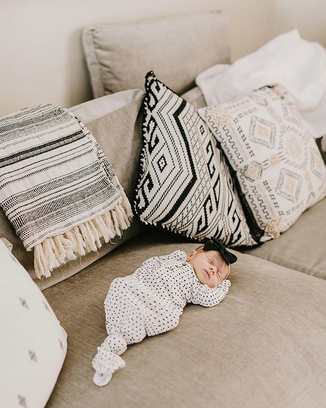 Sleep Eat Repeat..... that sweet sweet newborn life 🖤  ps- how many baby photos are too much? I promise it won't last forever ✨ #3weeks #newborn #newbornlifestyle #homedecor  Outfit: @loulouandcompany