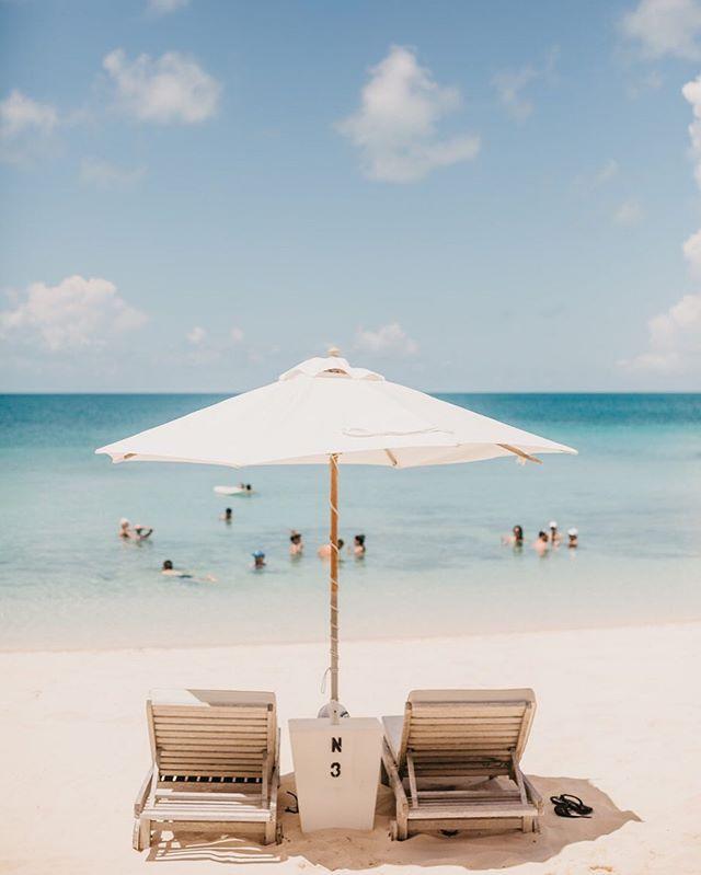 Dreaming of vacation and sunny summer days ☀️ #summer #vacation #destinationwedding #bahamas #bahamawedding #elopement @thecove_eleuthera
