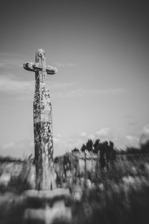 Talmont-sur-Gironde-Graveyard-lensbaby-2013.jpg