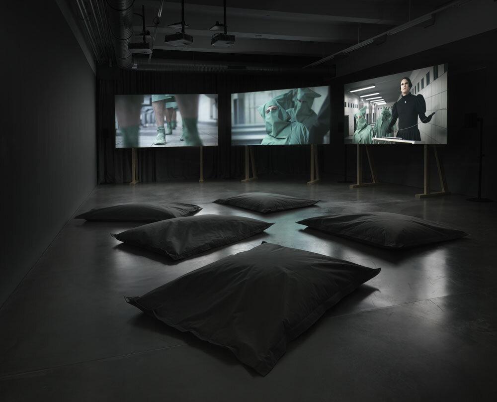 Bjørn Melhus  Free Update,  Exhibition view KINDL – Centre for Contemporary Art, Berlin (15 September 2019 – 19 February 2020); © Bjørn Melhus / VG BILD–KUNST, Bonn, 2019; Photo: Jens Ziehe