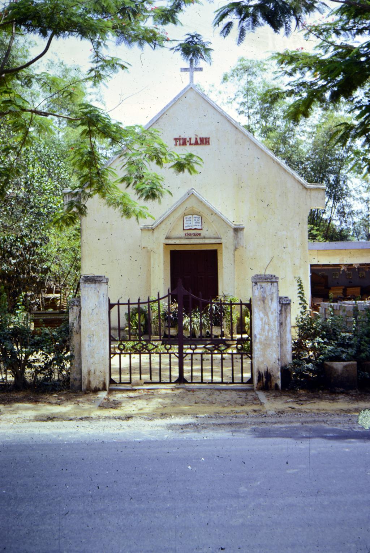 VN 3:13 DaNang Tin Lanh Church.jpg