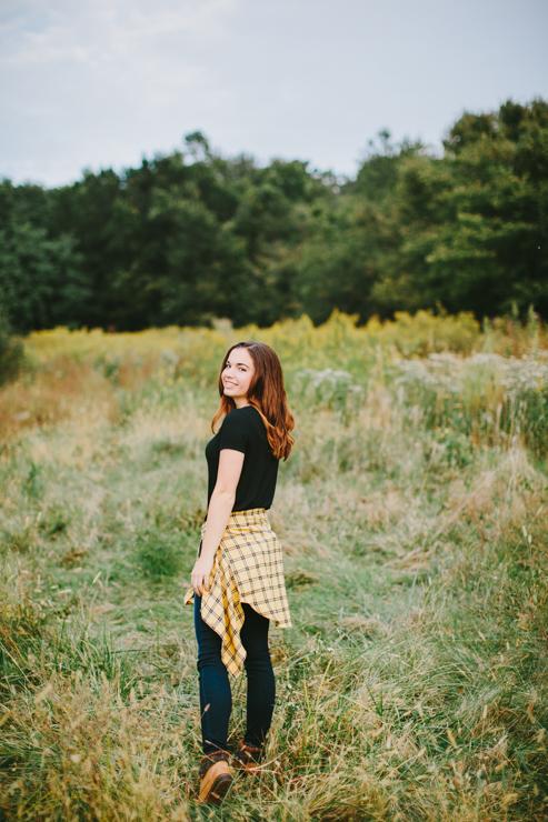 Senior Girl Photography Poses by Meredith Washburn Peoria, Illinois