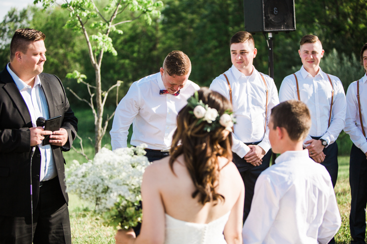 Best groom's reaction ever to seeing his bride walk down the aisle for the first timeBest groom's reaction ever to seeing his bride walk down the aisle for the first time