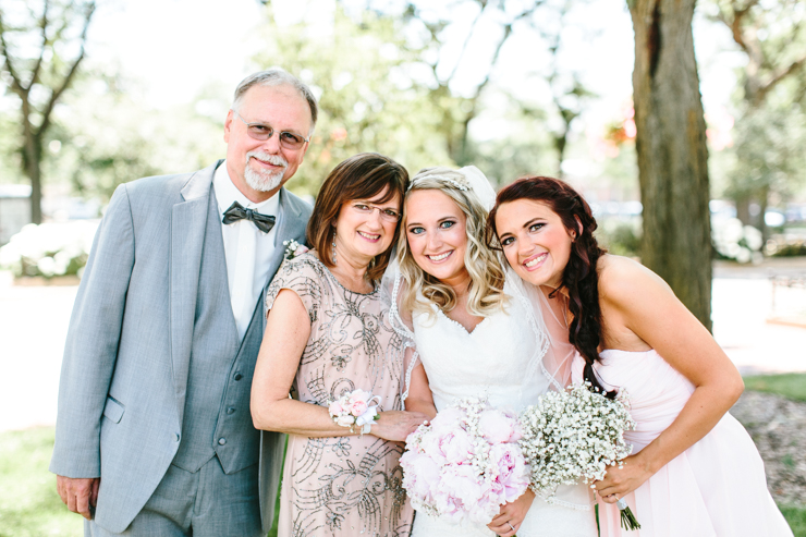 Photo of Bride with her Family Chicago, Illinois