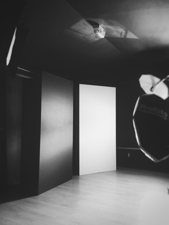 Equipment: V-flats & standless backdrops