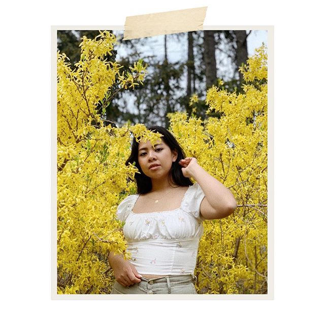 """Seasonal Allergies""— amirite? 🌼. . . . . . . _____ #toronto #fashion #ootd #mejuri #torontolife #photography #peasanttop #chic #tops #squareneck #omarapollo #parisianstyle #florals #flowebed #spring2019"