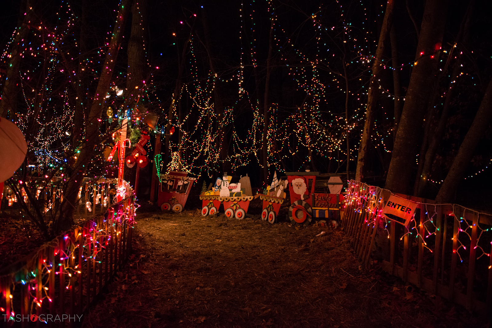 Here's the entrance of the Setti's beautiful Christmas display where you feel like you're actually entering theNorth Pole!