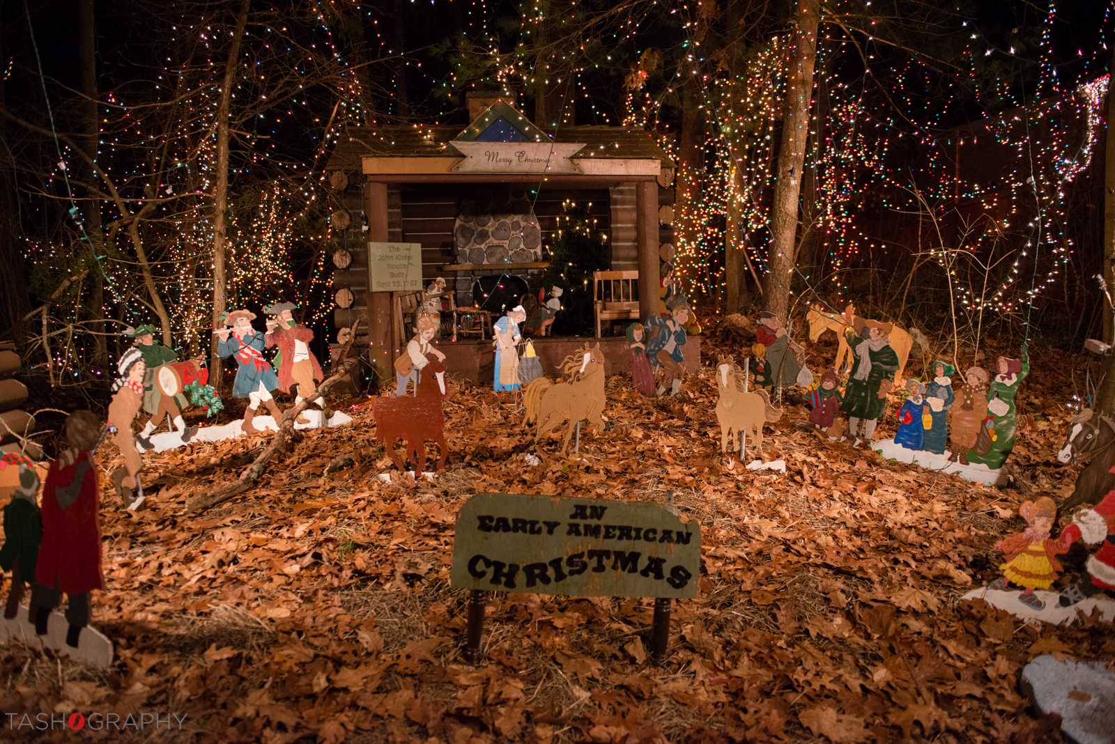 A display of an Early American Christmas - the details are just so amazing!