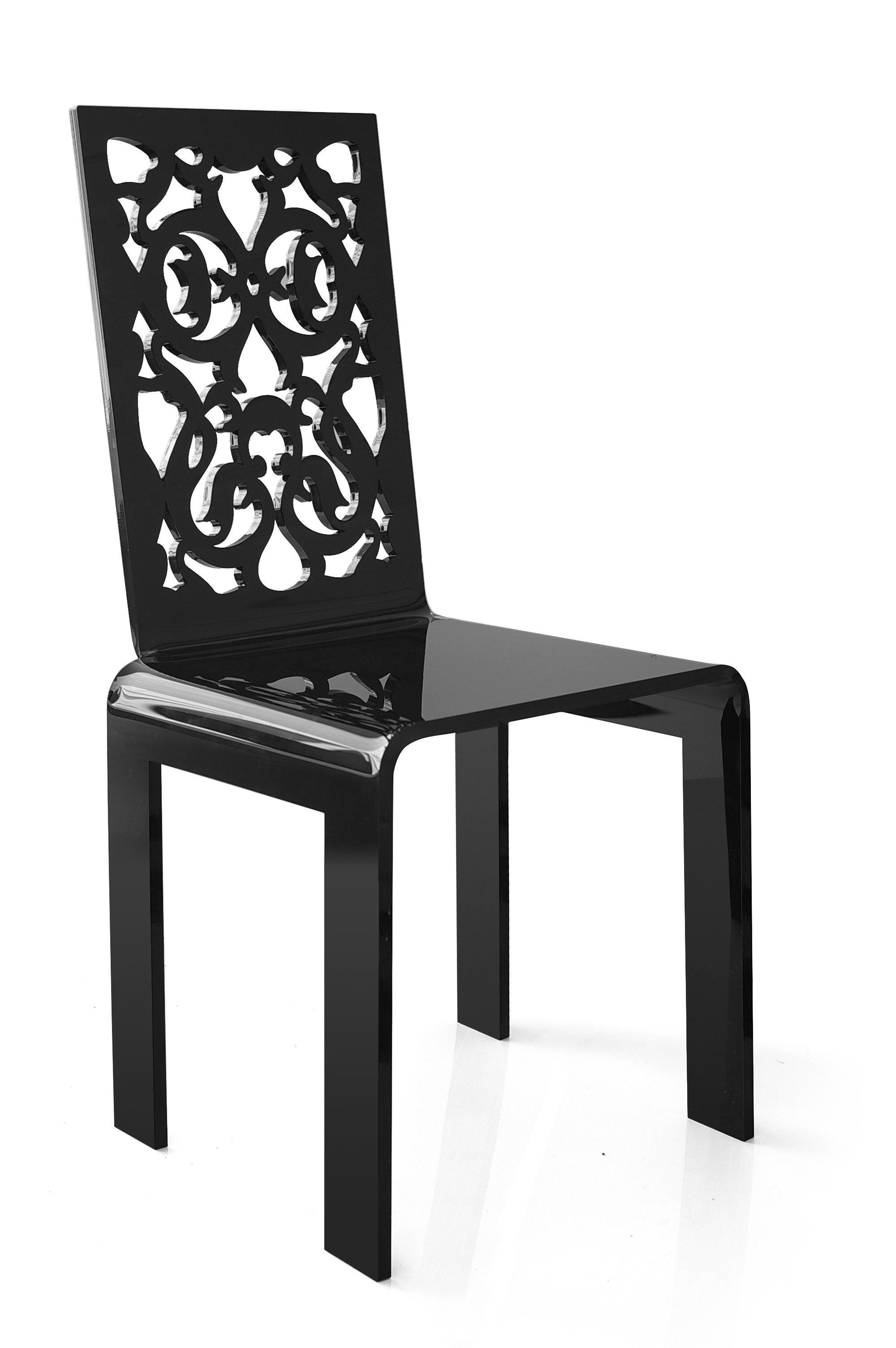 Chaise dentelle noir.jpg