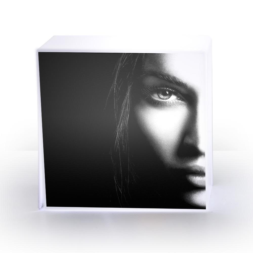LAMPE cube femme.jpg
