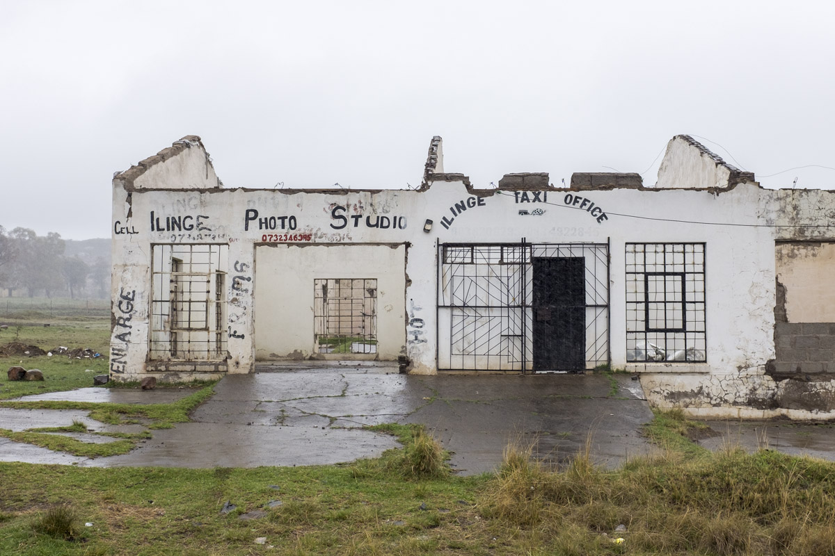 Linge township is mostly run down and many businesses have been abandoned due to lack of funds.