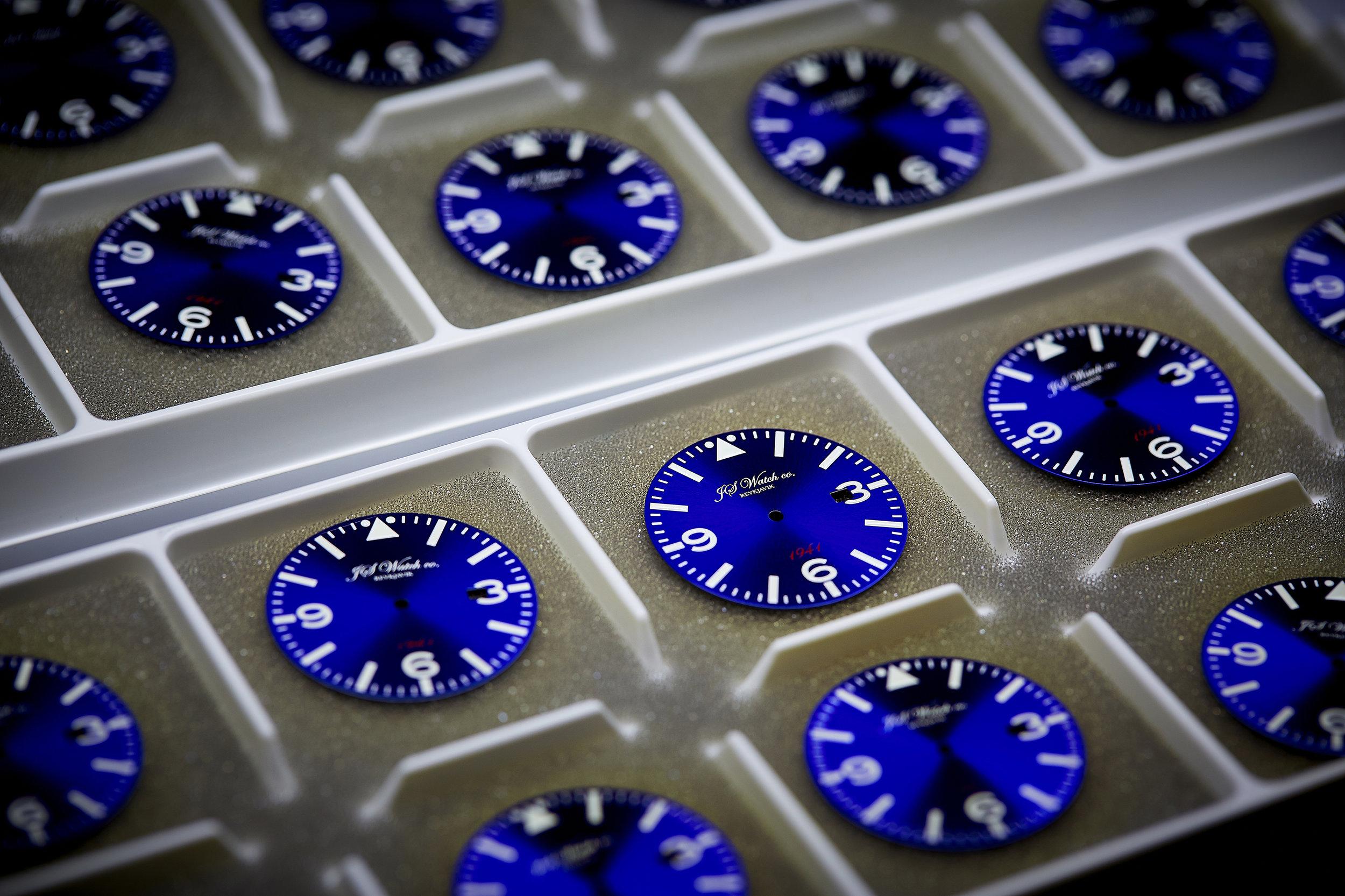 Blue 1941 Dials minni.jpg